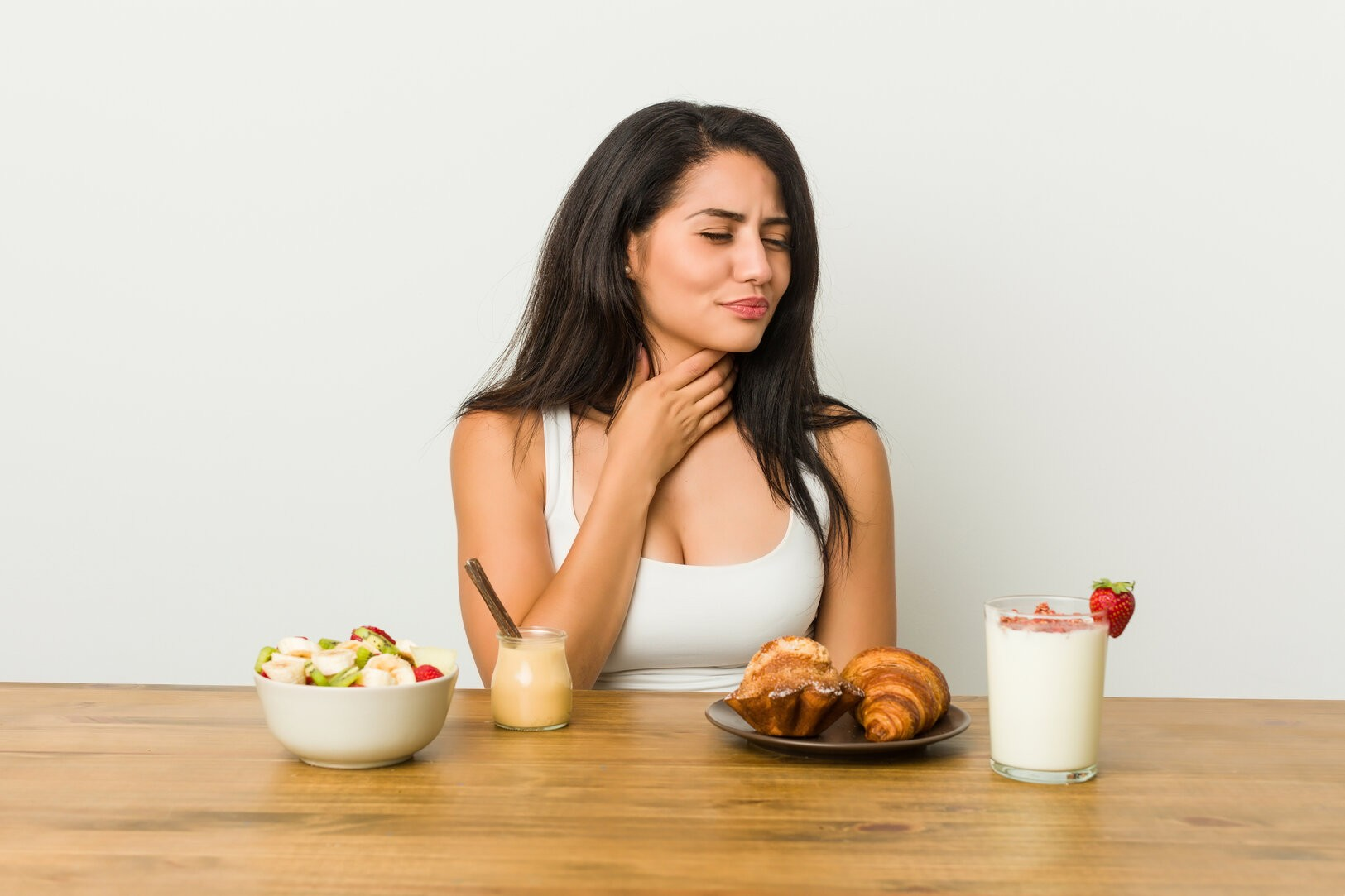 rsz young curvy woman taking breakfast suffers pain throat due virus infection